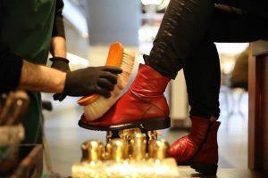 Schuhputzer im Europa-Center